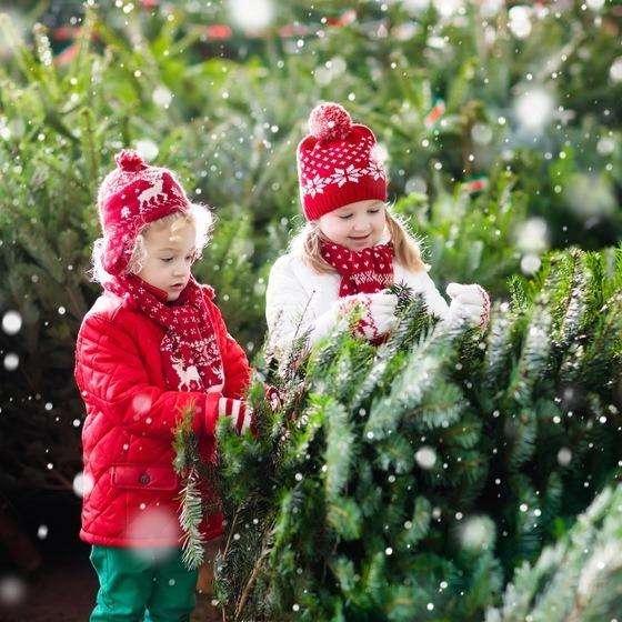 barn med juletre